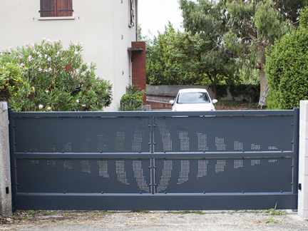 Sliding gate with cantilever option - Onde pattern anthracite